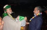 Ahmed Sambi et son digne candidat. Qui lâchera l'autre?