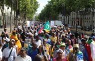 Assoumani Azali se bagarre dans les rues de Paris