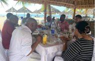 Tel Mando, Assoumani Azali va mourir en mangeant