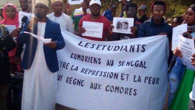 Mais, qu'est-il parti faire à Dakar face aux étudiants?