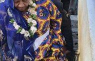 La photo d'Ambari Darouèche enrichit les mendiants