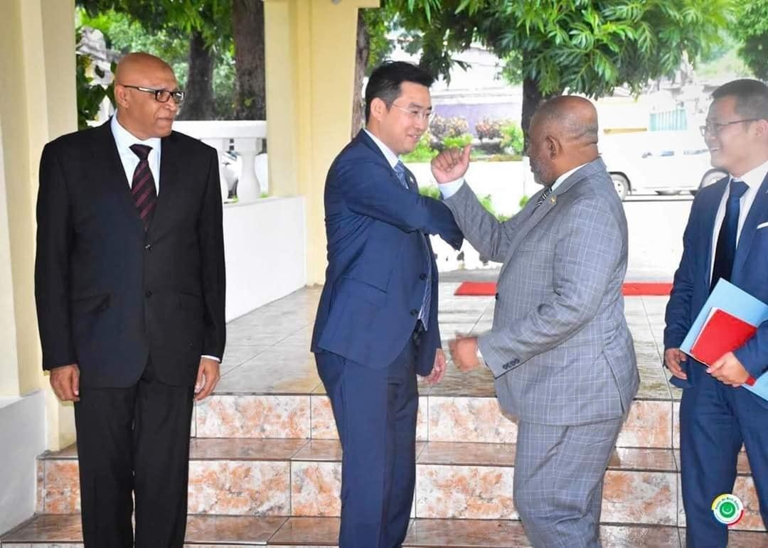 Assoumani Azali échange le coronavirus contre l'argent