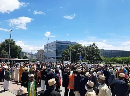 Bel Esprit de Genève et fête de la honte aux Comores